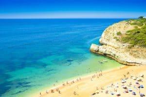 Strand in Malta - ganzjährig gutes Wetter sprechen für Umzug nach Malta